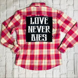 "Tops - Handmade ""LOVE NEVER DIES"" Flannel Band Tee"